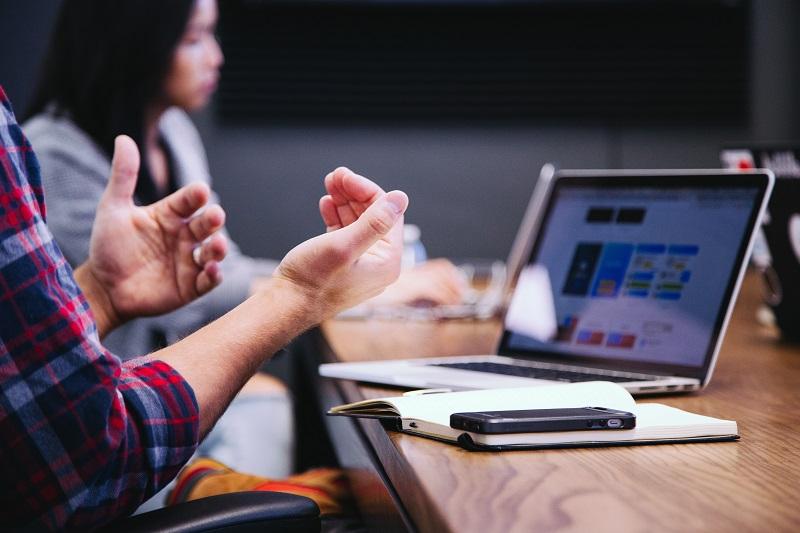 Bagaimana Cara Membuat Acara Seminar Online Yang Menarik?